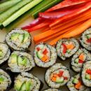 Veganské sushi s quinoou a červenou řepou