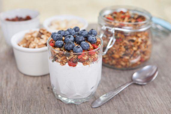 Pečujte o svůj mikrobiom – jak si doma vyrobit svůj vlastní kokosový jogurt